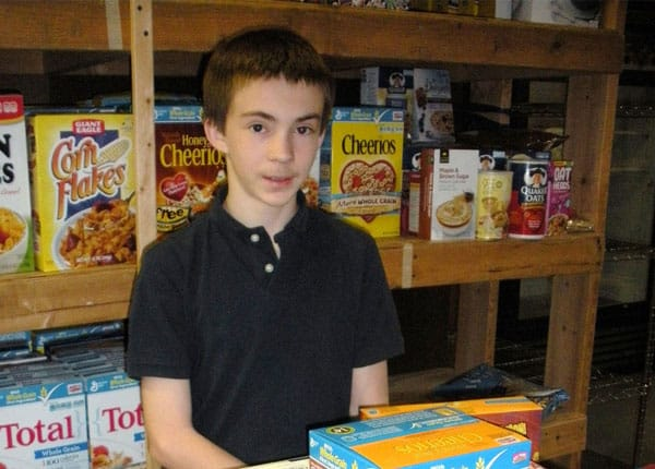 Student volunteer in pantry