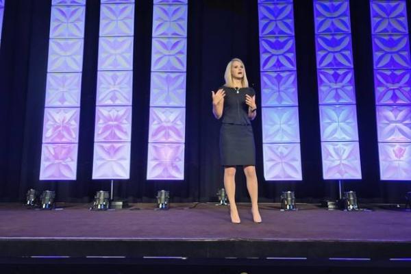 Kidnapping victim Elizabeth Smart addresses more than 800 women