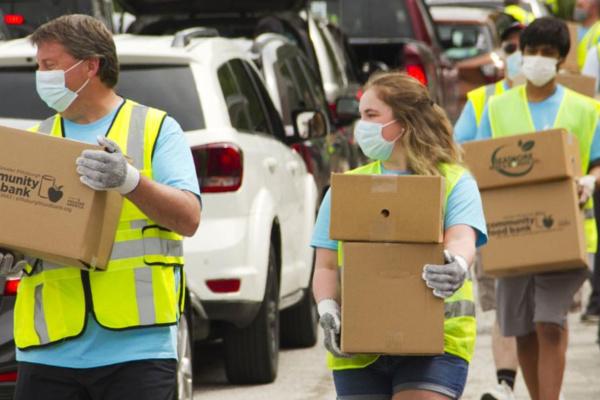 Volunteers distribute food